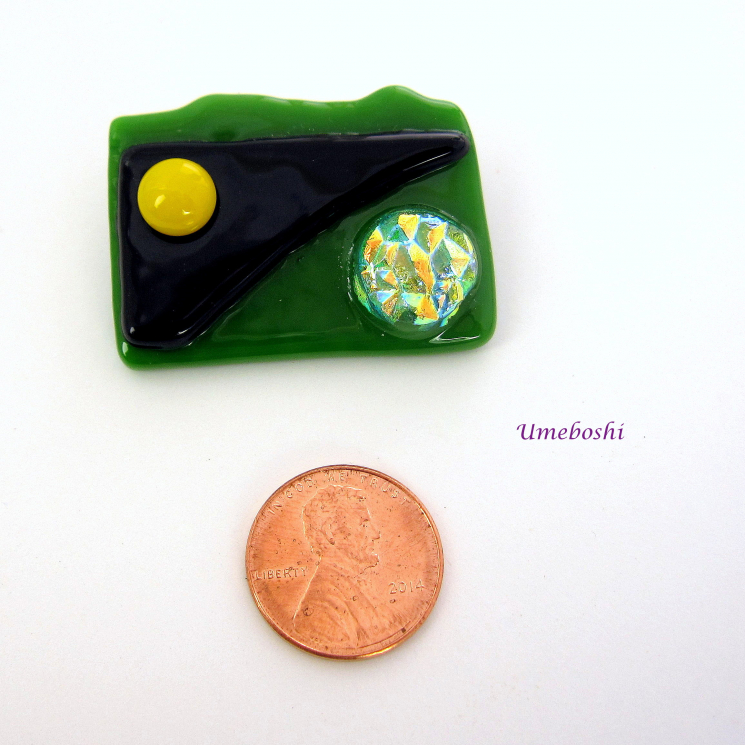 Trendy dichroic green, yellow and black glass brooch